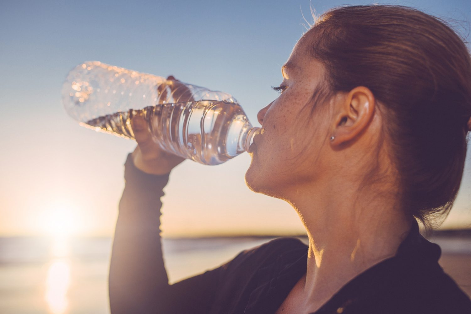 Practical tips for staying hydrated when it's hot Image